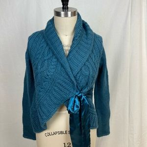 Stylish wooly wrap sweater with ribbon